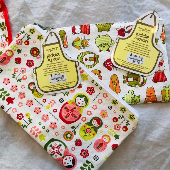 2 NWT kiddie aprons size 2-6 years
